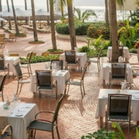 Sheraton Buganvilias Resort & Convention Center: Puerto Vallarta Sheraton Terrace Area