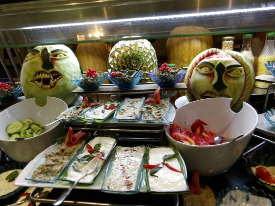 Coral Sea Aqua Club Resort: food
