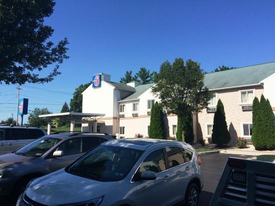 Gordonville, PA: Exterior