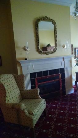 The 1896 House Country Inn - Barnside Inn : Country Formal Suite