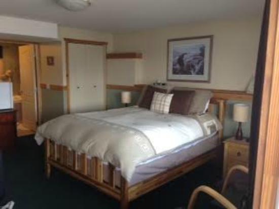 Okanagan Oasis B&B: Comfy bed and room!
