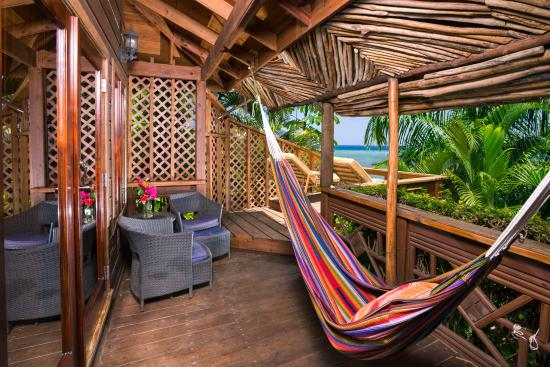 Tranquilseas Eco Lodge and Dive Center: Hummingbird front porch