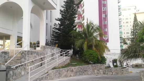 Condominios Carisa y Palma: Entrance to building