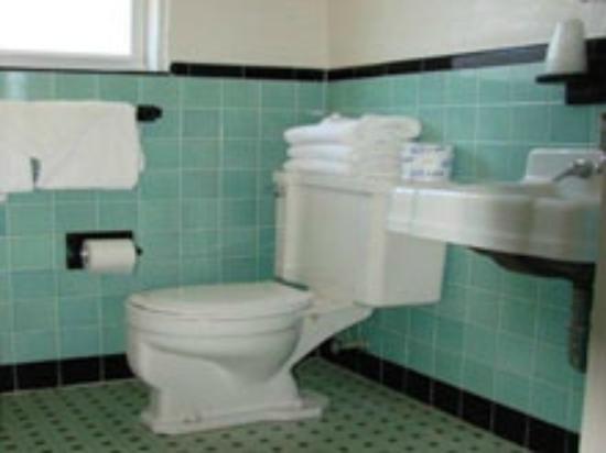 Sunset Beach Hotel: Bathroom