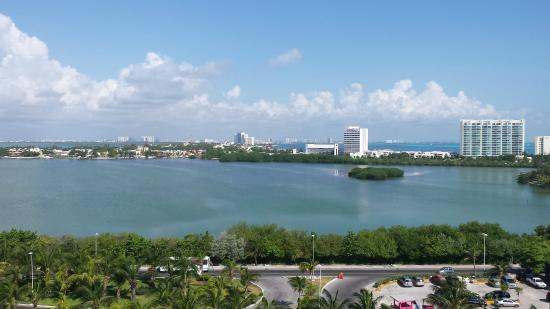Condominios Carisa y Palma: View of the lagoon from one of the bedrooms
