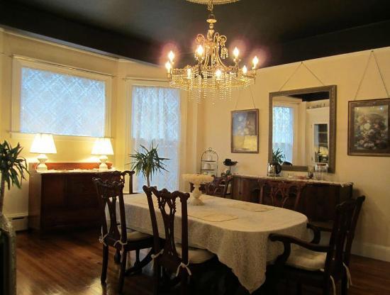Julietta House: Dining Room