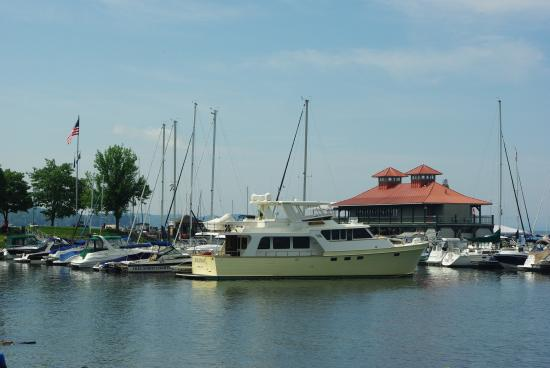 ‪Burlington Community Boathouse Marina‬