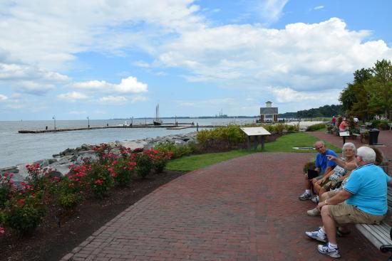 Riverwalk Landing: Yorktown Riverwalk; view of walkway
