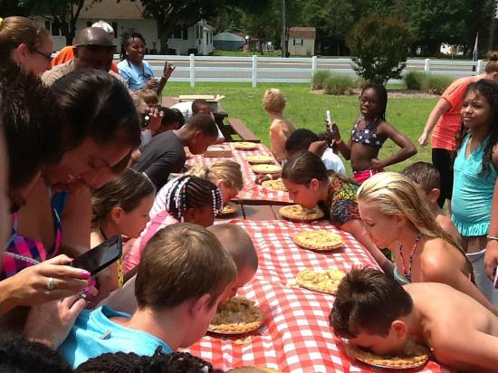 Lincoln, DE: 4th of July Weekend Apple Pie Eating Contest