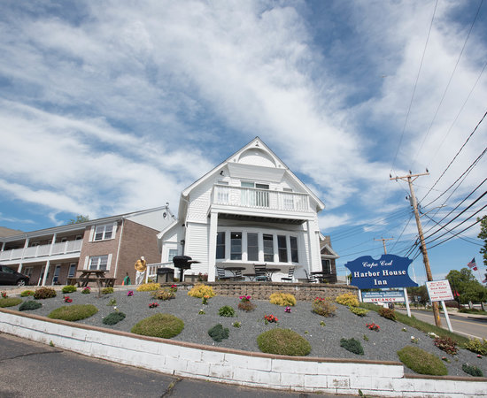 Cape cod harbor house inn updated 2017 motel reviews for Cape cod house numbers