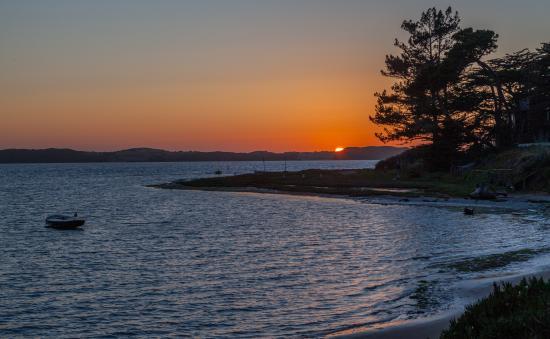 Baywood Park, Kalifornien: Sunset over the bay from the Back Bay Inn