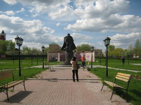 ‪Statue of Kutuzov‬