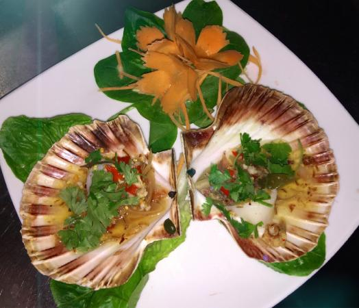 Awesome Thai - Barnes: Hoy Shell Neung - Steamed scallops served with spicy lemon sauce.