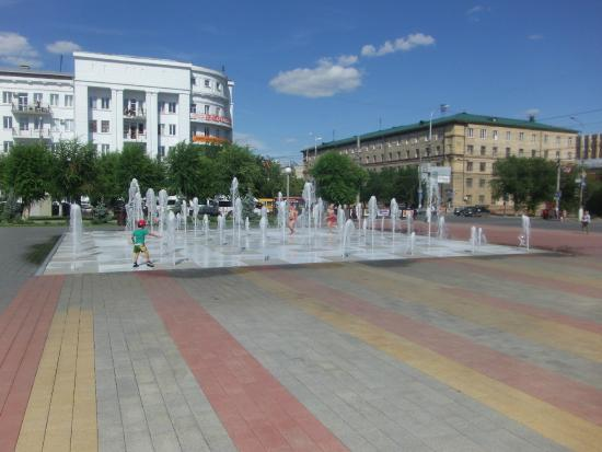 ‪Fountain at Soviet Square‬