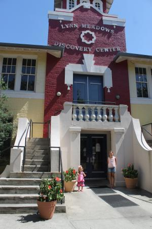 Lynn Meadows Discovery Center: the building