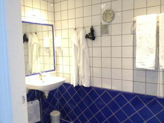 Hotel Kirstine: Bathroom
