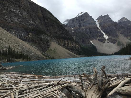 Beautiful Picture Of Moraine Lake Lodge Lake Louise