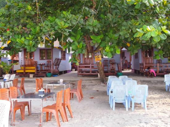 Sangaroon Bungalow : As you can see you are actually living on the beach ;-)