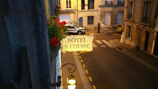 Hotel Saint-Etienne : From side street room