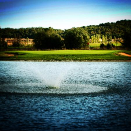 Monterosi, Italie : Island Green, Championship Course. It's green or it's water.