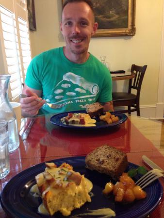 Hemingway House Bed & Breakfast: Breakfast