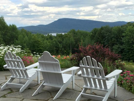 Melody Lodge Restaurant: A cozy Adirondach chair has never been more appropriate