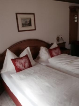 Hotel Hirschen: コンフォートルームの客室。バルコニー有。眺望有。