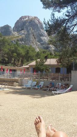 Camping la Vallee Heureuse: Vve de la piscine et cuisine du mobilhome