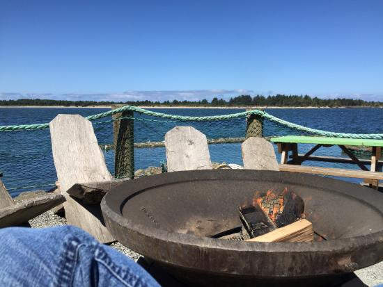 Kelly's Brighton Marina : Awesome fire ring to sit by drink and get warm.