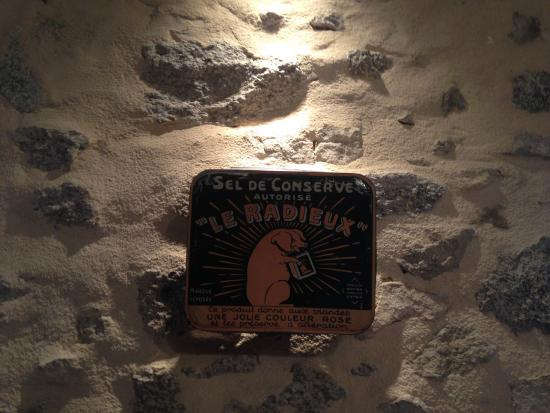 Auberge le Cochon Ventru : sur fond de mur