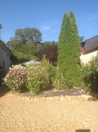 Le Logis du Pressoir Self Catering & Bed & Breakfast : Lovely grounds
