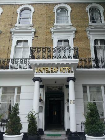 Whiteleaf Hotel: looks good from the outside...dont be fooled