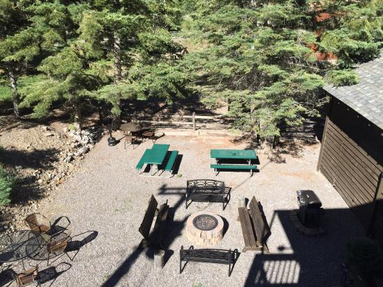 Timber Ridge Lodge: View of outdoor fire pit lit each evening.