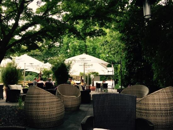 Mercure Düsseldorf Neuss: Vista do Restaurante - logo ao lado fica o jardim de rosas