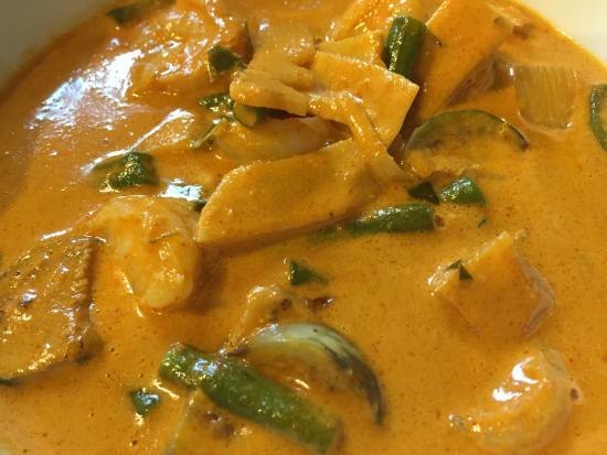 Viet-Thai Restaurant: Gaaeng Daaeng (Red curry with shrimps)