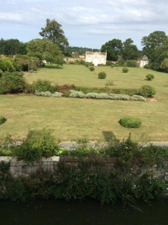 Chateau de Vouilly: Garden