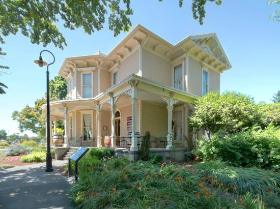 Vancouver, WA: Historic Slocum House/360 Art Gallery/East Fork Cellars