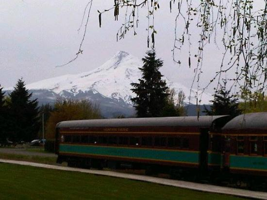 Hood River, Oregón: Stopping at Parkdale while on our Excursion on the Mt.Hood Railroad