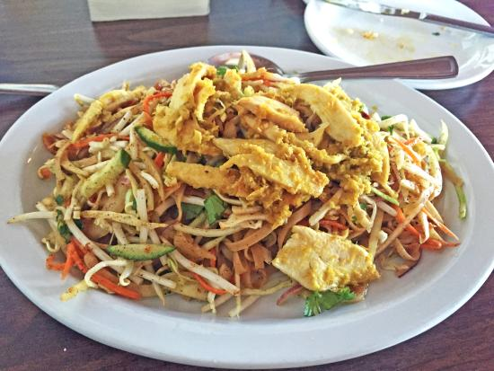 Burmese noodle bowl picture of golden pagoda restaurant for Asian cuisine saskatoon