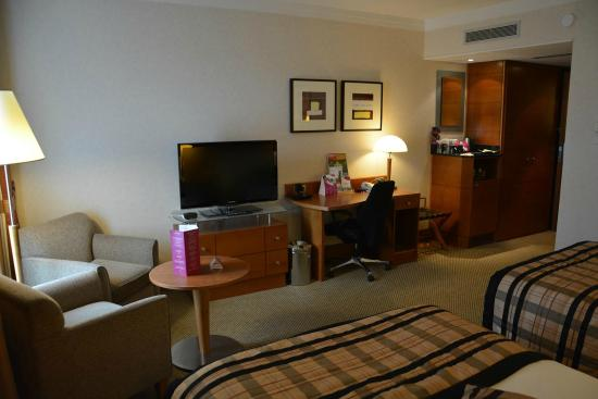 Notre chambre picture of crowne plaza hotel brussels for Chambre airport