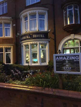 Pembroke Hotel: The Pembroke outside