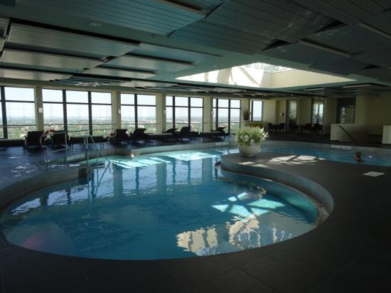 Hotel Swimming Pool On 2nd Floor Bild Von Sheraton Munchen