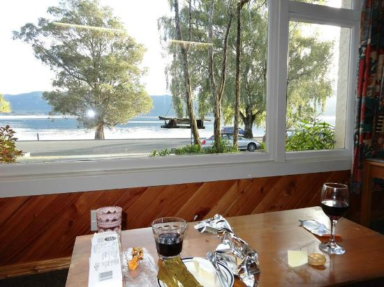 Te Anau Lakefront Backpackers: View from the lounge