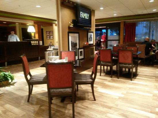 Hampton Inn Harrisburg East (Hershey Area): Bath - updated