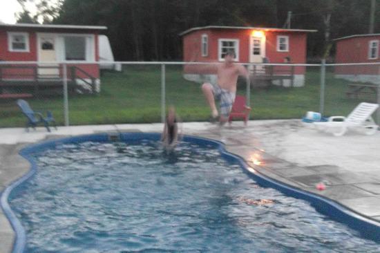 Traytown, Καναδάς: kids love the cannonball dives