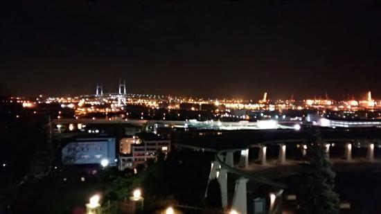 KKR Porthill Yokohama : 客室から横浜ベイブリッジ(夜景)を望む