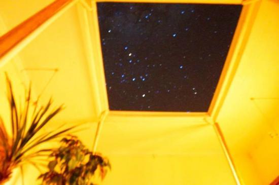Hostal Valle Hermoso: patio interior con vista a las estrellas