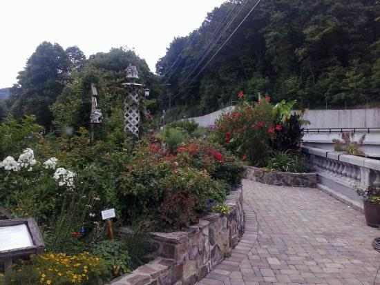 Lake Lure, NC: Lure Lake Flowering Bridge - July 2015