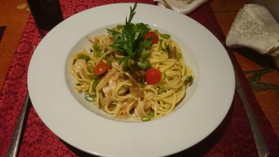 Nulle Part Ailleurs: Spaghettis frais aux scampis, julienne de courgette, crémeuse de vin blanc au piment d'Espelette
