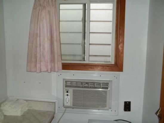 Seven Oakes Motel: comptoir et a/c